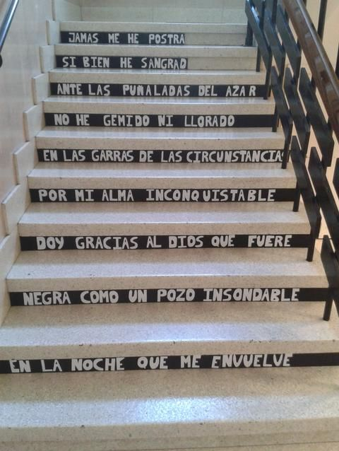 Escalera creada para celebrar el Día de la Paz. Poema de Nelson Mandela.