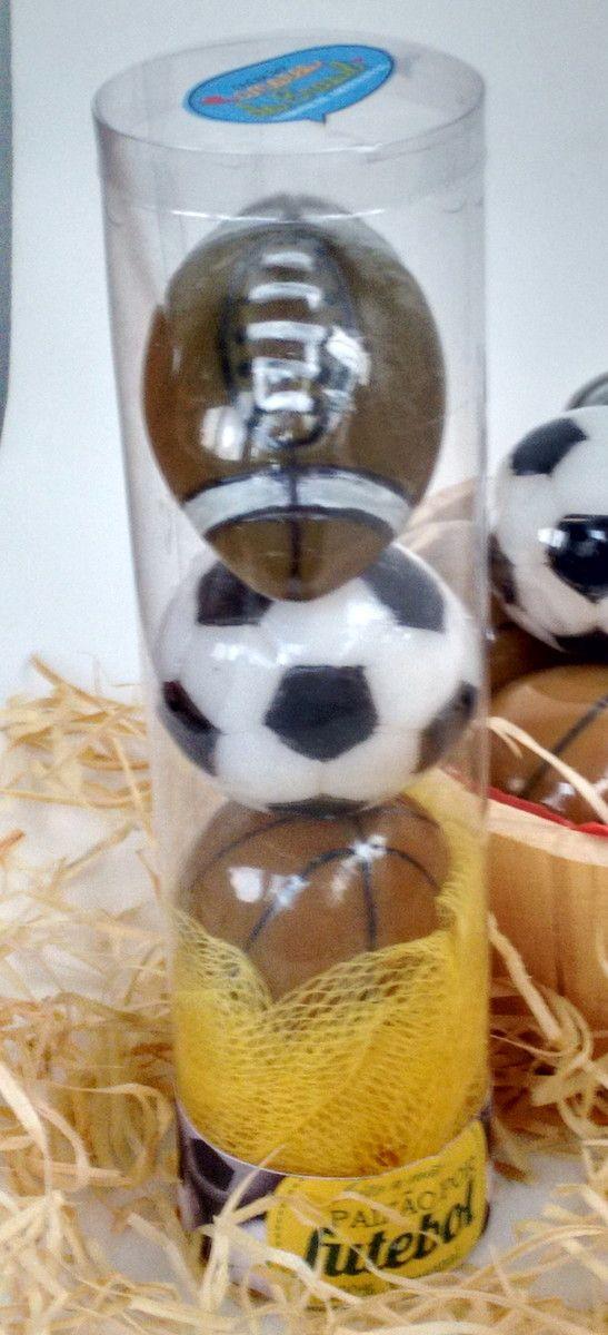 Bolas de futebol para banho PROMOÇÃO! <br>Um kit de criatividade, hidratação e cheiro! <br> <br>O kit é composto de 1 bucha sintética e 3 sabonetes de bolas, sendo 1 de futebol, 1 de basquete e 1 de futebol americano. <br>Produzidos com essências de aveia e leite de cabra <br>Enriquecidos com extrato glicólico vegetal de leite de cabra e óleo de coco de babaçu. <br> <br>