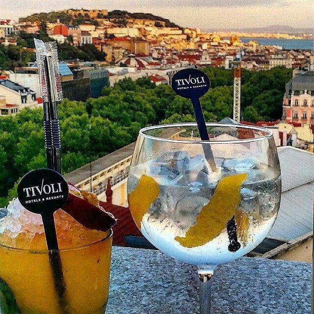 Sky Bar Tivoli Lisboa Hotel #hotel #hoteis #portugal #visitportugal #Repost @miguelmilheiro #skybar #skybartivoli #tivolilisboa #sunset #panoramico #gin #hendrix #bar #lifestyle #lisbon #lisbonlovers @tivolihotels #lisboa @hoteis