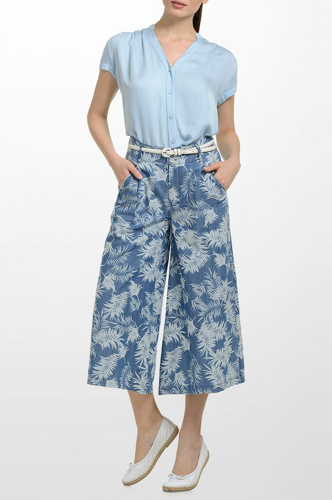 Sarah Lawrence - short sleeve shirt with stand up collar, printed cropped trouser, necklace.