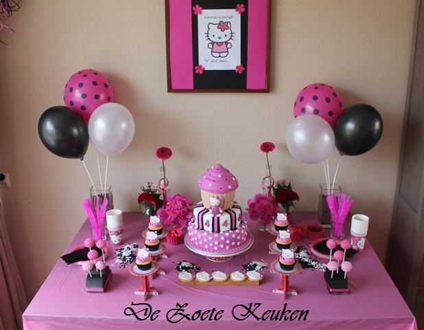 #Sweettable  #desserttable Hello Kitty party cake by de zoete keuken