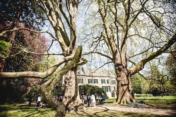 Kasteel Geldrop buiten trouwen onder eeuwenoude bomen