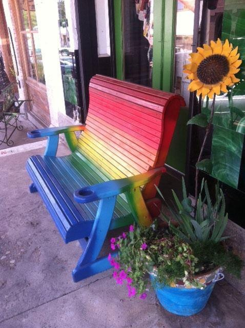 Artesanato e costura com capricho.Benches Ideas, Rainbows Benches, Rainbows Painting Chairs, Painting Furniture, Rainbows Colors, Colors Benches, Painting Benches, Colors Rainbows, Painting Ideas
