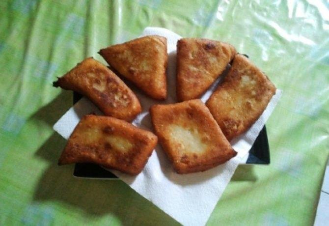 Olajban sült krumplilángos recept képpel. Hozzávalók és az elkészítés részletes leírása. Az olajban sült krumplilángos elkészítési ideje: 30 perc