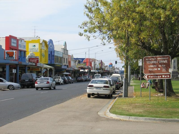 Bairnsdale Commercial centre and shops. View east along Main St at Pyke St