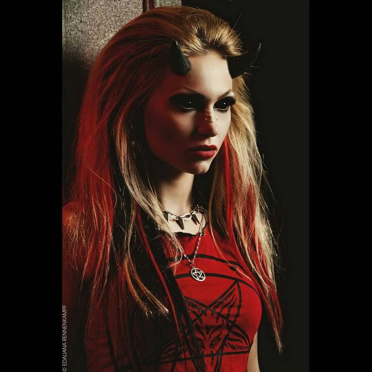 """Костюм """"Red devil"""" - красные леггинсы под кожу, красный обгоревший топ с пентаграммой, кожаная клепаная жилетка, ботинки #newrock размер 38-39, кожаные наручи, расписанные акриловыми красками, серьги и кулон с пентаграммой, ошейник с шипами. Размер 42-44. Аренда 2500р, залог 15000р  #костюм #арендакостюма #костюмнасъемку #костюмдлятанцев #арендакостюмов #костюмдляфотосессии #аренданасъемку #verbenasdream #verbenalafleur #darialefler #devil #satan #satanic #devilwoman #horns #horned #inferno…"""
