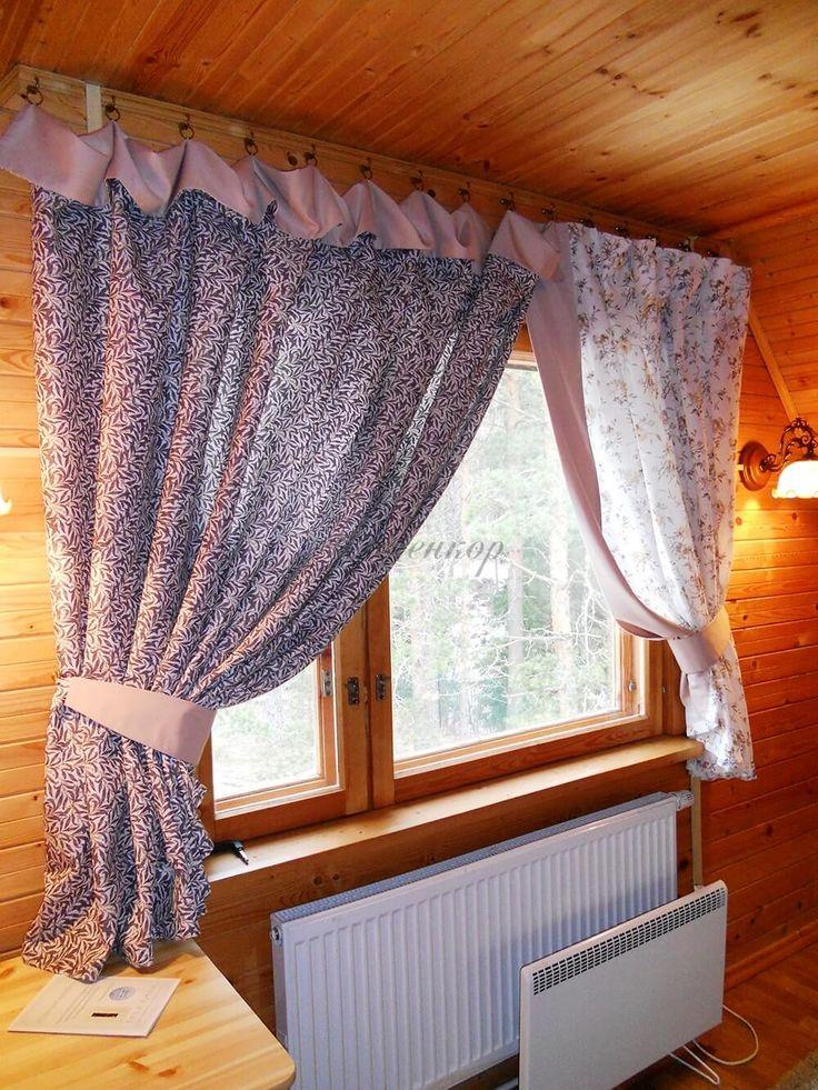 Фото — 2 Короткие занавески в деревянном доме
