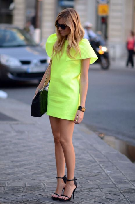 Neon has rarely looked this incredibly chic! #Neon #Bold #StreetStyle