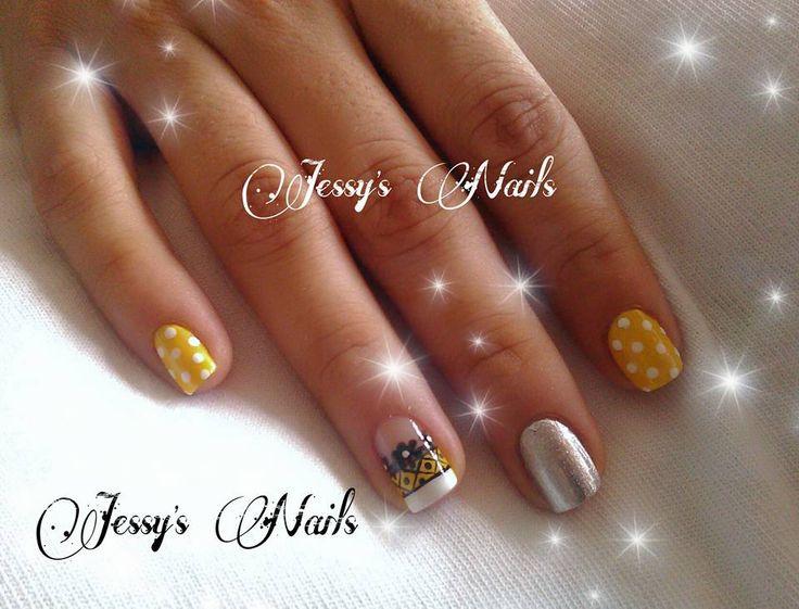 uñas con puntos #nail #nails #nailart #uñas #unhas #decoradas #puntos #lunares #delicadas #bonitas #modernas #juveniles #uñasverano #verano #desing2016 #amarillo #jessynails #uñaspuntos