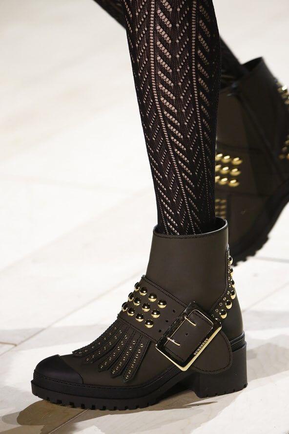 Vogue.co.uk_Burberry_Jamboree_Boots_Studs_Fall Winter 2016 2017_Herfst Winter_Schoenen_Shoes_Trends_FW16_AW16