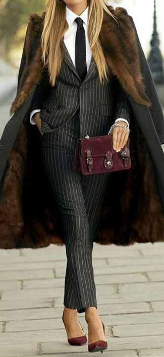 women's office style: classic suit + heels