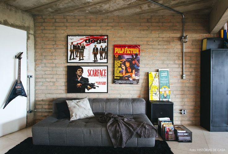 16-decoracao-parede-tijolinho-sofa-cinza-teto-concreto