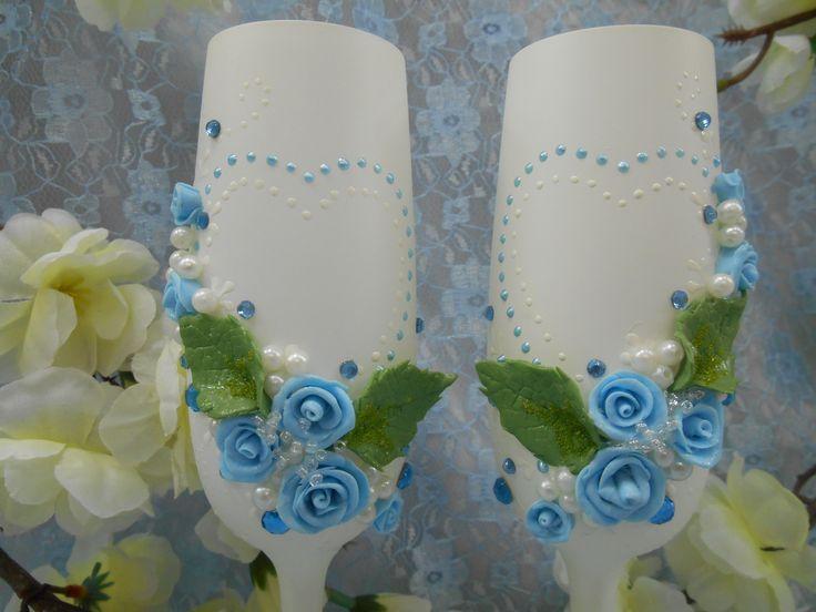 """Бокалы  """"Белые росы."""" Декор: верх бокалов тонирован белым цветом,  розы из пластики и стразы- цвет голубой, листья-зеленые, жемчуг и бисер - белые, роспись акрилом белого и голубого цвета"""