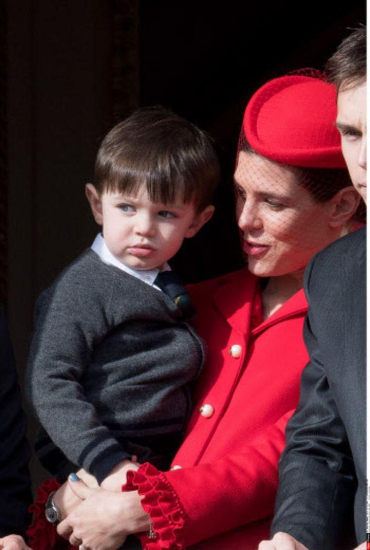 PHOTOS - Première apparition publique de Raphaël, le fils de Charlotte Casiraghi et Gad Elmaleh - Femme Actuelle