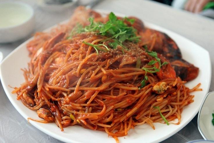 해물찜(haemuljjim) / Braised Seafood A spicy seafood dish, typically made with shrimp, squid and crab. It is braised with bean sprouts and minari (Korean parsley).