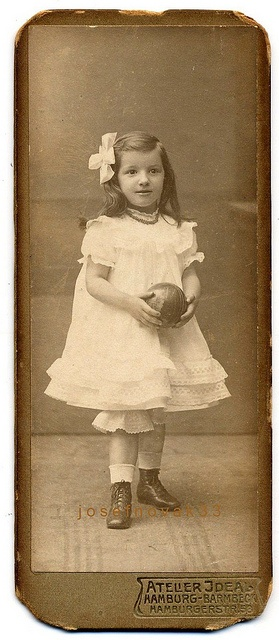 +~+~ Antique Photograph ~+~+   Girl with ball ~ Atelier Ideal, Hamburg-Barmbek