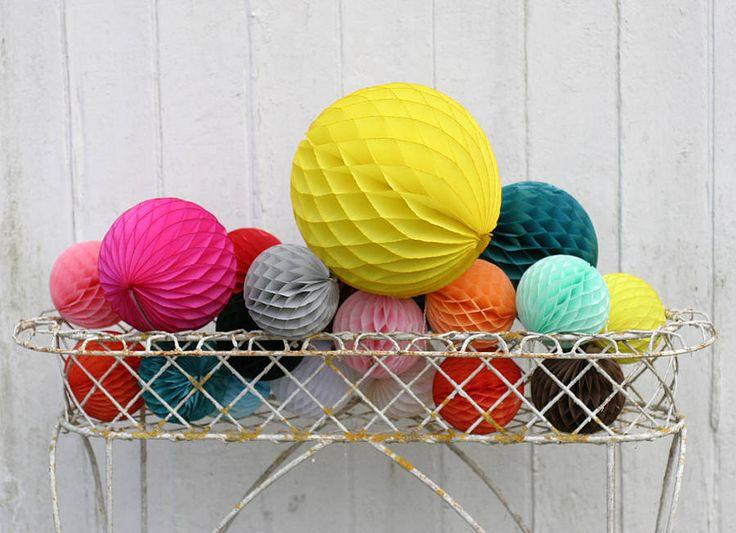Honeycomb balls    Ik heb er nu 10 in allerlei maten en kleuren. Lang niet genoeg dus...