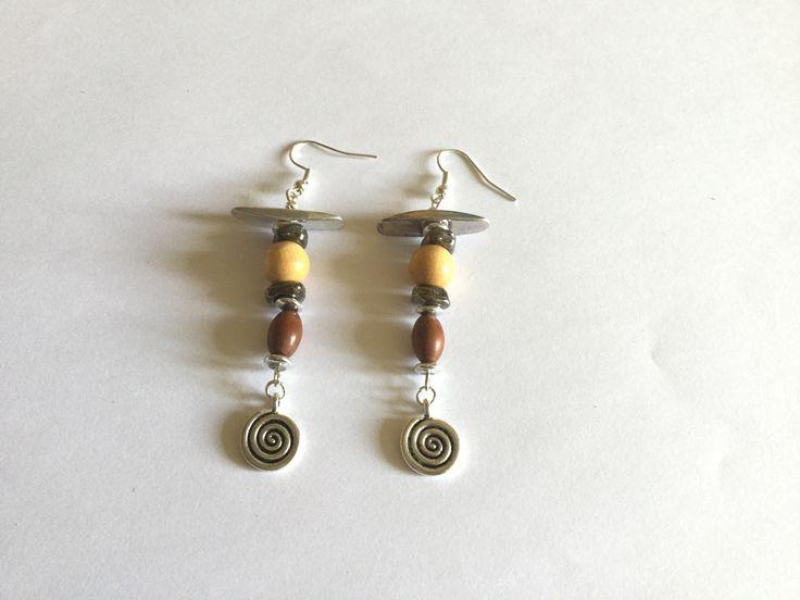 Boucles d'oreille nature avec spirales et perles en bois : Boucles d'oreille par titi-lukoom