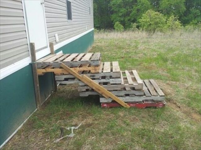 outdoor pallet stairs