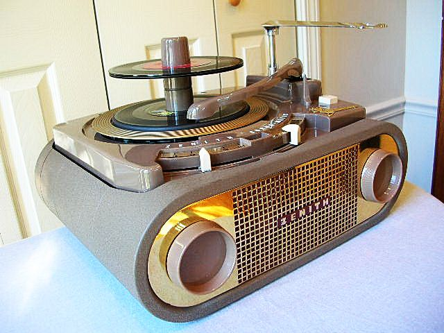 What an interesting vinyl player :))  1954 Zenith Cobra-Matic All Speed Phonograph.