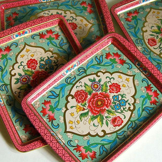 : Summer Picnic, Metals Trays, Tins Trays, Daher Tins, Vintage Tins, Vintage Floral, Color Patterns, Serving Trays, Indian Patterns