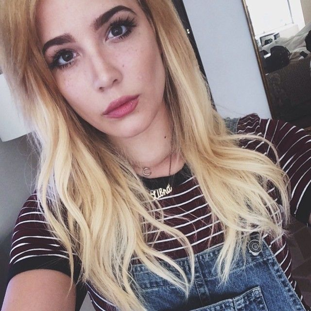 Halsey with long blonde waves