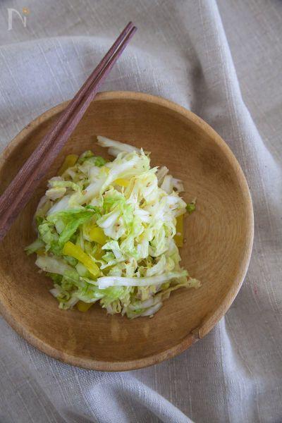 夏野菜に飽きると白菜などの冬野菜が食べたくなることも。たくあんと和えることで、白菜のシャキシャキとたくあんのポリポリで食感が◎ですよ。ポン酢のさわやかな風味で箸が止まりません。