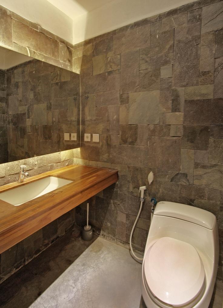 Stone Wall Bathroom. Photographer: iDEA/Indra Zaka Permana. Design: Teky Kosdiadinata