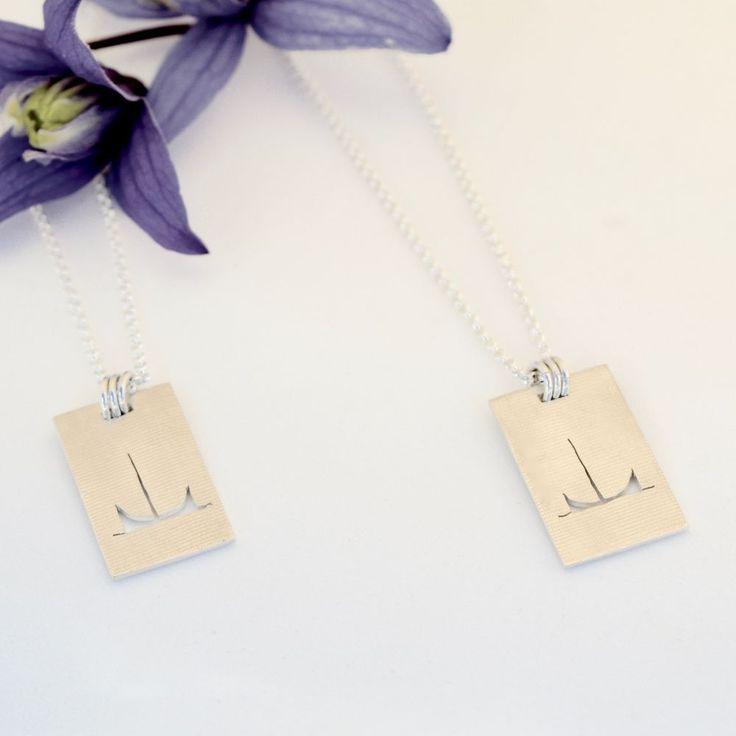 Håndlaget smykke med nordlandsbåt, saget ut av sølvplate (925). Via Zylla smykker. Click on the image to see more!