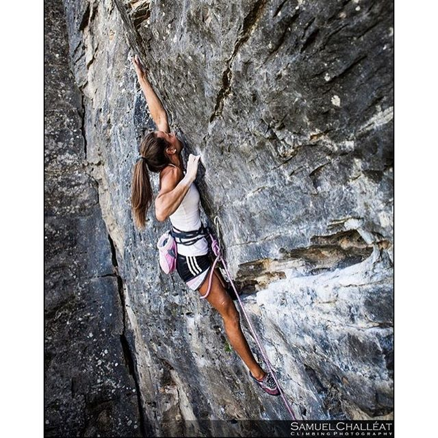 Escalade falaise, Camille Masser, photography Samuel Challeat - rock climbing woman