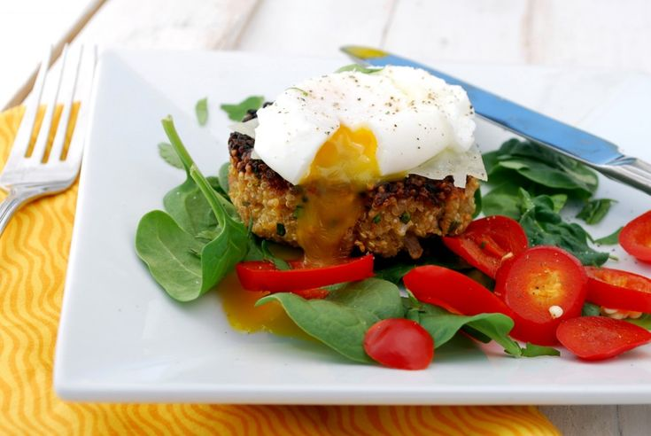 Quinoa Cakes with Poached Eggs and Spinach on http://www.cakeandallie.com