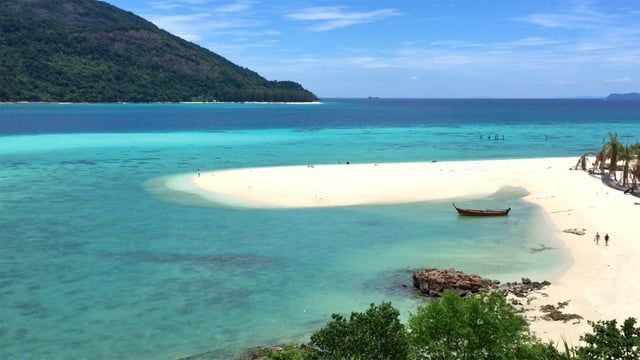 "Lipe Island is the""Last Paradise"" in Thailand. タイ最後の秘境と言われる『リペ島』へ遊びに行きました。  Website » http://blog.m-s-y.net Twitter » http://twitter.com/m_s_y Instagram » http://instagram.com/m_s_y  My Gadget Parrot Bebop Drone » http://amzn.to/2aldFhk GoPro HERO3+ Black Edition » http://amzn.to/2a4JRVb Apple iPhone 6 » http://amzn.to/2a8f47S"