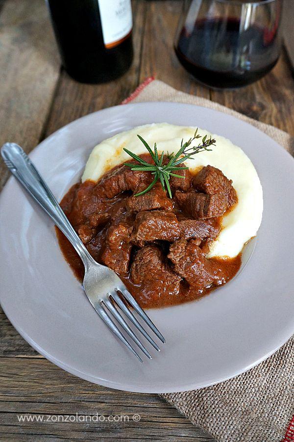 Spezzatino al sugo di pomodoro - Beef stew with tomato sauce | From Zonzolando.com