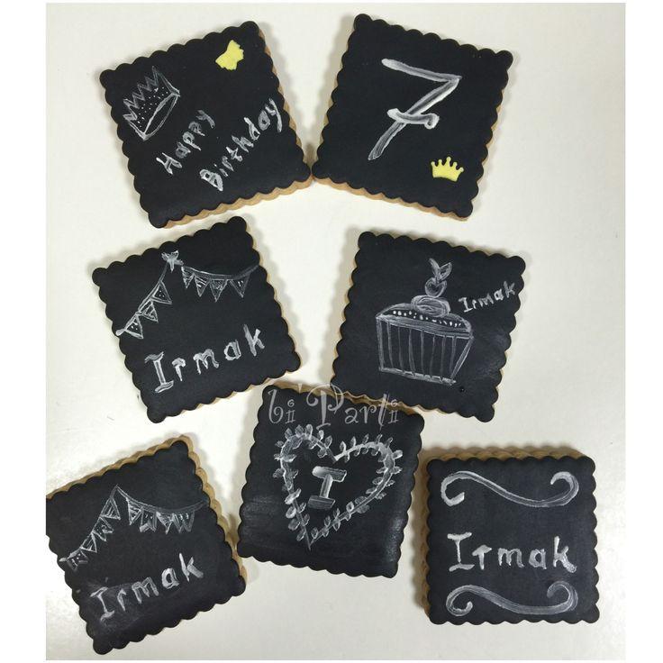 Black cookies. Chalk art. Chalkboard cookie. Birthday cookies. Kara tahta kurabiye.