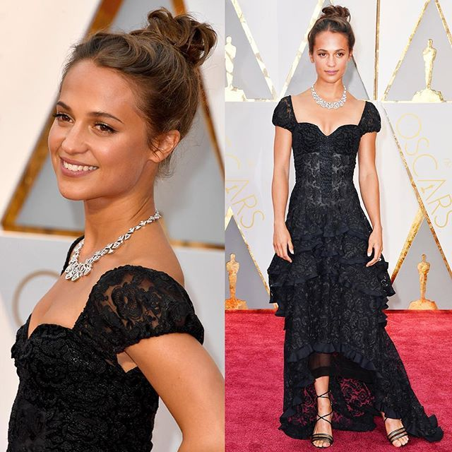 Alicia Vikander presented the Oscar for Best Actor in a Supporting Role wearing a Louis Vuitton custom made embroidered lace gown and sandals at the 89th Annual Academy Awards.