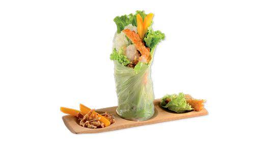 WRAP POULET Galette de riz composée de riz vinaigré, salade batavia, poulet pané, cheddar, oignons frits, mayonnaise et sweet chili
