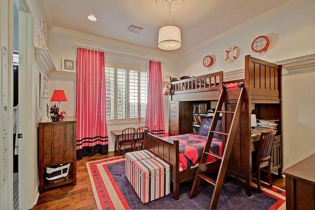 zwei Geschwister Mädchenzimmer rosa Gardinen Teppich geometrische Muster Wandleuchten