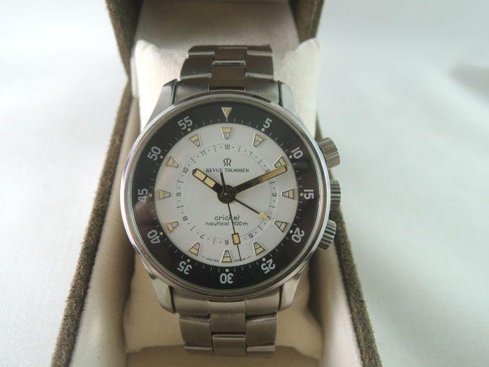REVUE THOMMEN cricket 7910001 Alarm nautische 200m - mannen van - 2000s  [Polshorloge voorwaarde]Erg mooi horloge. Bekijk in grote vorm uitstekende conditie. Vintage horloge! REVUE THOMMEN is origineel. Gemaakt in Zwitserland. Volledig gerestaureerd met geen onderdelen zijn vervangen. Wat je ziet is wat je krijgt![Polshorloge Description]-Merk: REVUE THOMMEN-Stijl: REVUE THOMMEN CRICKET Alarm nautische 200m-Model: 7910001 / 1495/2400 stuks LIMITED EDITION-Materiaal: roestvrij staal-Jaar…
