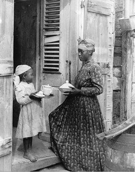 Femme et jeune fille créole.