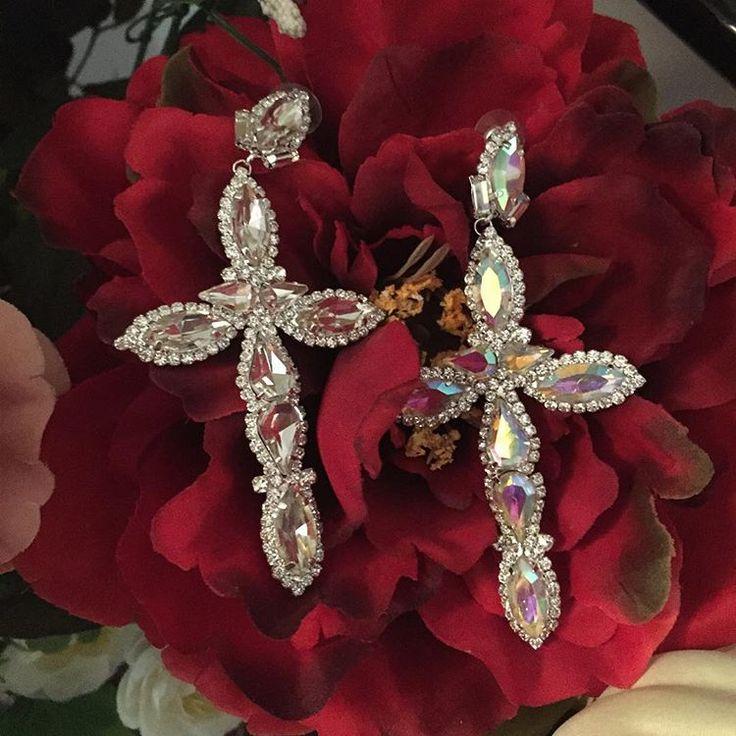 New cross singola 6€/ coppia 10€  #ibijouxdib  #homemade #bijoux #jewelry #faidate  #gioielli #bracciali #braccialetti #orecchini #cerchi #shoponline #ciondoli #bracciale #charms #bigiotteria #handmade #fattoamano #artigianato #cross #crosses #croce #croci #swarovski #puntoluce #diamond #diamonds #diamanti #argento #bianchi #monoorecchinoy
