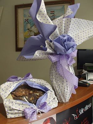 """Qui abbiamo iniziato a festeggiare la Pasqua così... gustando cioccolata """"fatta davvero in casa"""" da una nostra cliente.cioccolataia.  AUGURI a tutti per una dolce PASQUA #Pasqua #moda #abbigliamento #modena  Seguici sulla nostra pagina Facebook: www.facebook.com/AmerigoVespucciAbbigliamento"""
