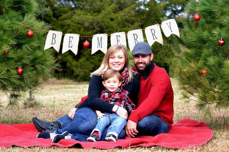 New Post family christmas pictures outfit ideas