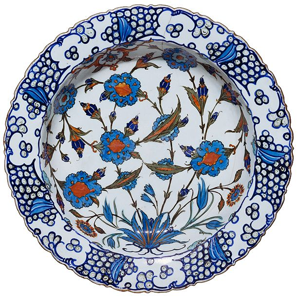 Dish, Iznik, Turkey, about 1560-1565. Museum no. C.1983-1910. Salting Collection.