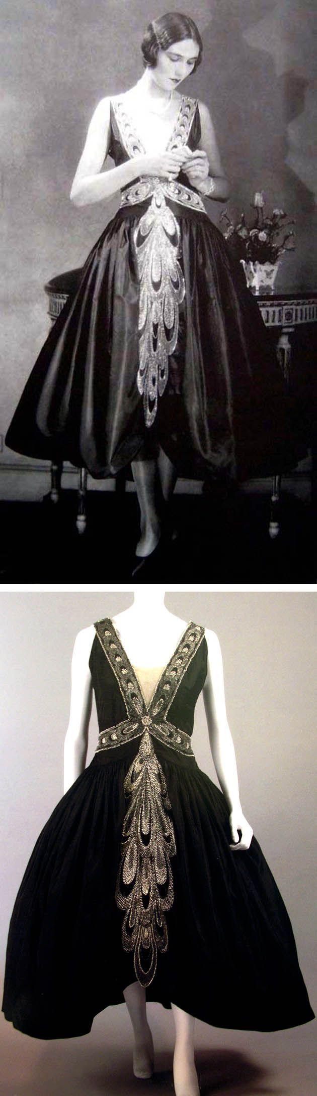 vintageklänningen:    Jeanne Lanvin's robe de style-klänning från mitten av 20-talet. Tidlös och trendbrytande klänning med djup ringning, dropped waist och vid kjol. Jag älskar det...
