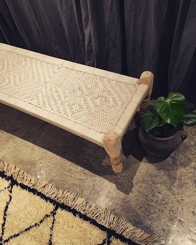 • Håndlavet Indisk daybed | Pris: 2.400,- | • #handmade #indiandaybed #charpoy #daybed #interior #wood #love #beuatiful #instadaily #instamood #beniourain #beniouarain #beni #berbertæpper #marrakech #morocco #decor #interiordesign #interiordk @interior.dk