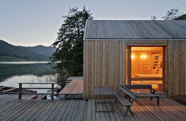 El arquitecto Peter Jungmann diseña un hotel-cabaña de madera y vidrio para disfrutar del lago Weißensee. | diariodesign.com