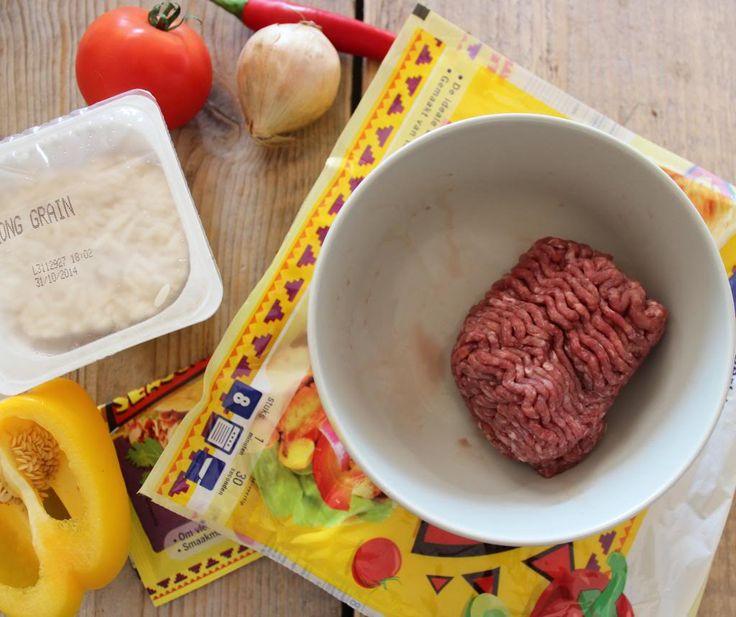 Mexicaanse burrito's met gehakt, paprika en rijst - Lekker en Simpel