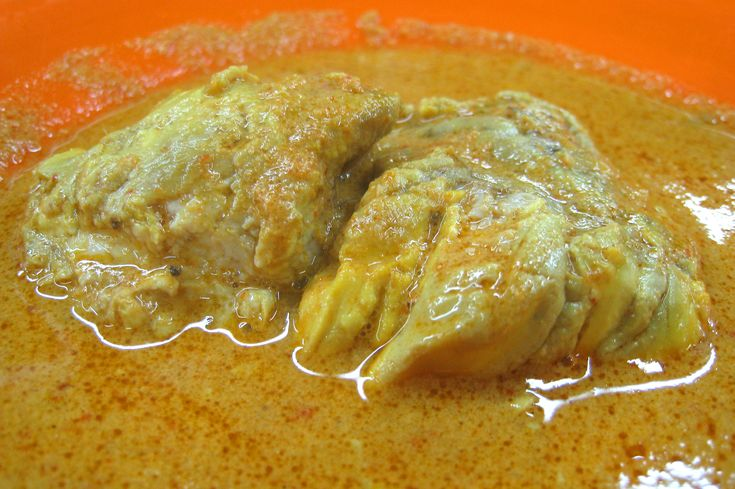 Padang food Gulai Otak (brain curry), an offal dish from Minangkabau, West Sumatra, Indonesia.