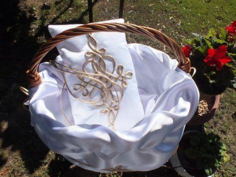 Rose petal spray basket, Ring pillow https://hagyomanyorzobolt.com/en/spd/141354/Rose-petal-spray-basket-Ring-pillow