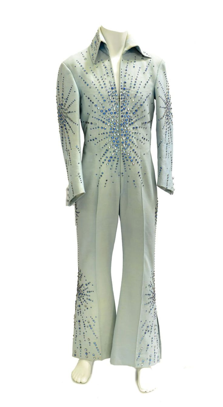 THIS is being Auction off)in August 2015) elvis presley stuff....... :( Auctioning things off 2015 all the time there be nothing else left at Graceland :(